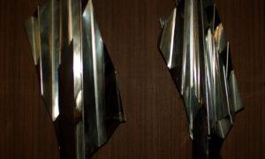 Due sculture in metallo