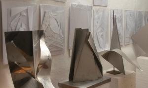 Tre sculture metalliche